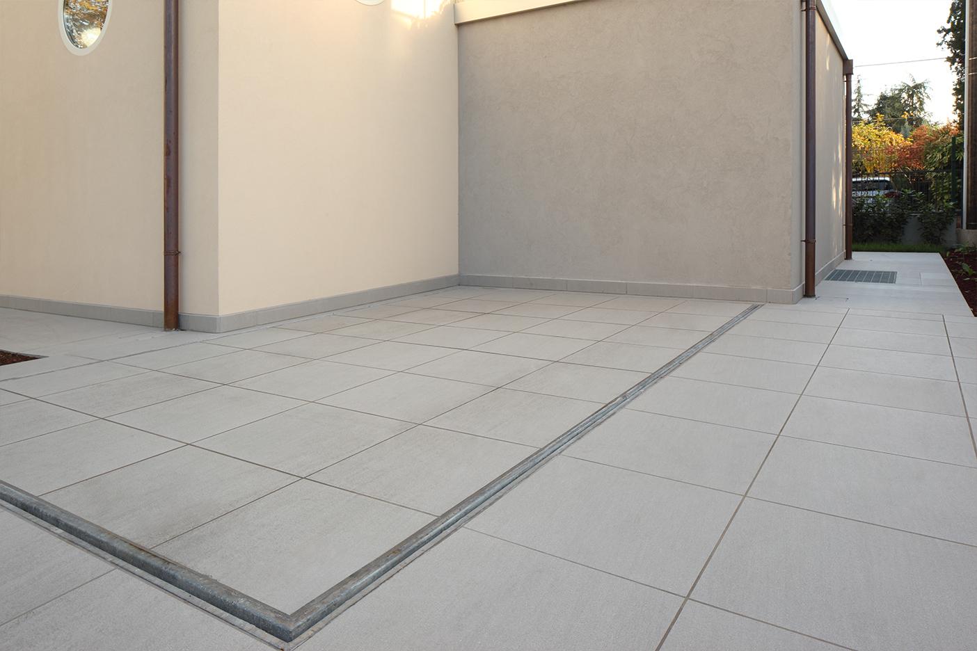 loại gạch men xám trung tính cao cấp có thể nhanh chóng đáp ứng được mọi yêu cầu. Chúng dễ dàng phối hợp cùng mọi phong cách kiến trúc, trám cùng chất liệu bê tông đảm bảo độ bền và có giá thành vô cùng tiết kiệm.