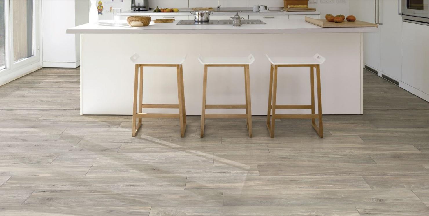 Sàn gỗ không trơn, dễ lau chùi, lắp đặt và thi công nhanh chóng, dễ phối với nhiều mảng tường khác nhau, giá thành linh hoạt