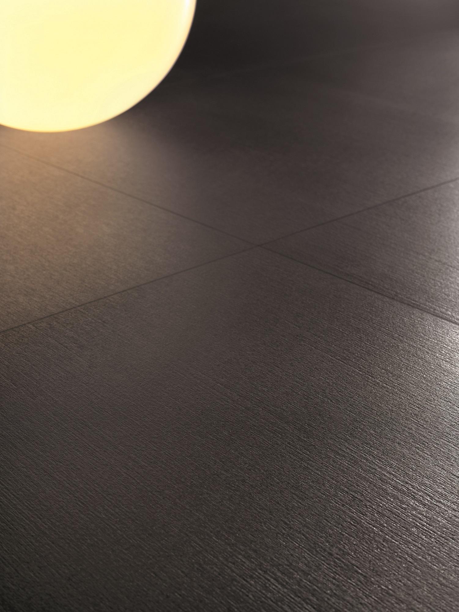 Bạn có thể cảm nhận nét đẹp đầy lịch lãm toát lên trong từng chuyển động ánh sáng trên bề mặt mỗi viên gạch.