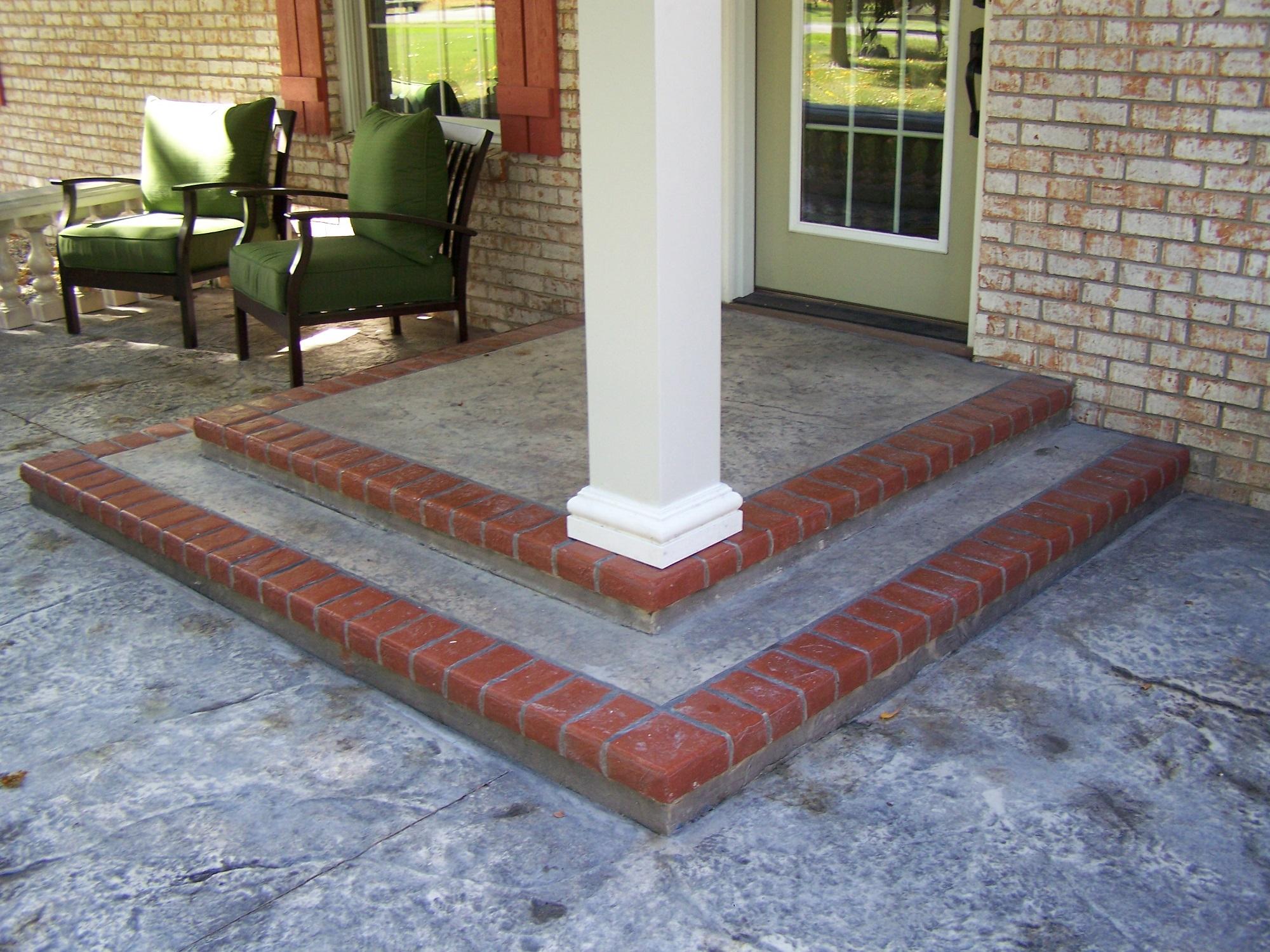 sự kết hợp giữa xi măng và gạch nung đỏ là sự lựa chọn an toàn cho lối vào nhà.