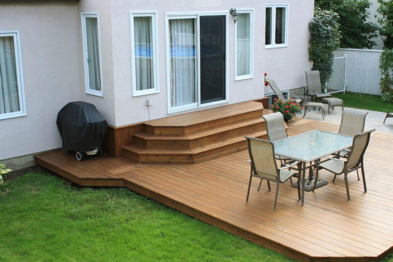 Loại gỗ cứng là phù hợp nhất cho sàn, tuy nhiên nó cần được sơn phủ bề mặt để bảo vệ khỏi ảnh hưởng của thời tiết.