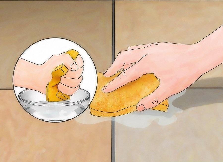 Làm ẩm ron bằng miếng bọt biển ẩm