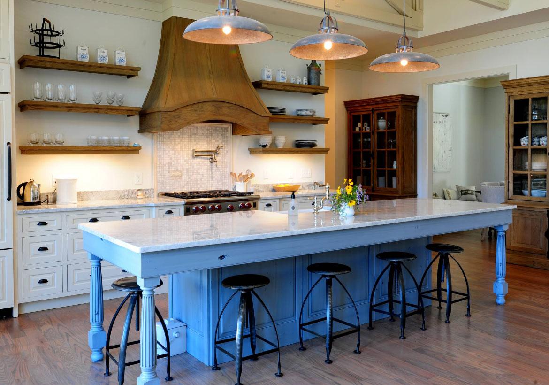 Chọn gạch có tone màu tương phải hoặc nguyên liệu khác với tường bếp