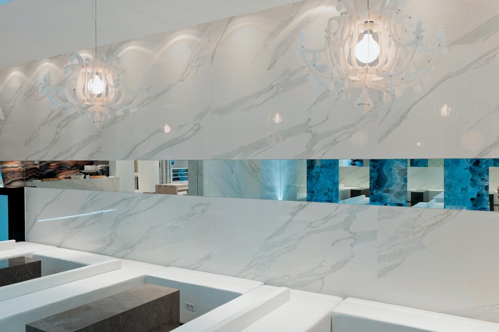 Đá cẩm thạch Calacatta nổi tiếng là một trong những dòng đá quý, có nguồn gốc từ vùng Carrara, nước Ý